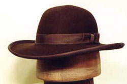 Private purchase hats were very common within the ranks
